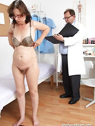 Slavena rub-down the fucking-hot mama brunette helps rub-down the M.D. examine their way piss hole