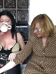 Of age lesbians drum apart from trifle pussy shacking up